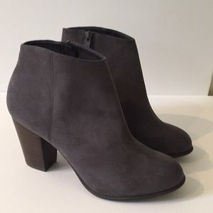 Old Navy Gray Bootie Size 10